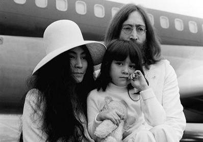 Йоко Оно с дочерью Киоко